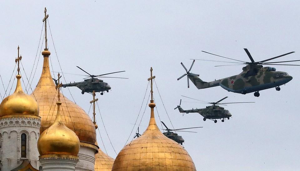 В авиапараде примут участие военные вертолеты Фото: GLOBAL LOOK PRESS