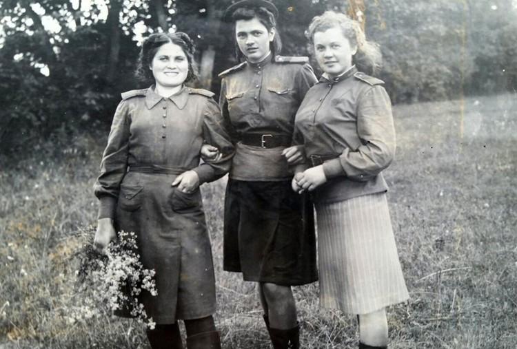 Ираида Плетнева с боевыми подругами. Фото: личный архив.