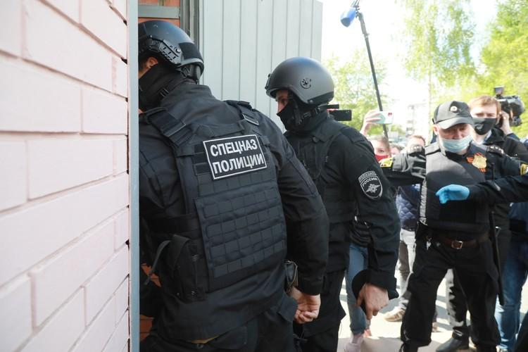 Быкова привели в здание суда