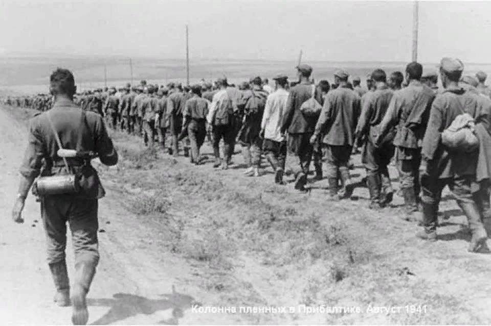 Колонна военнопленных, август 1941 г. Фото: Личный архив героя публикации