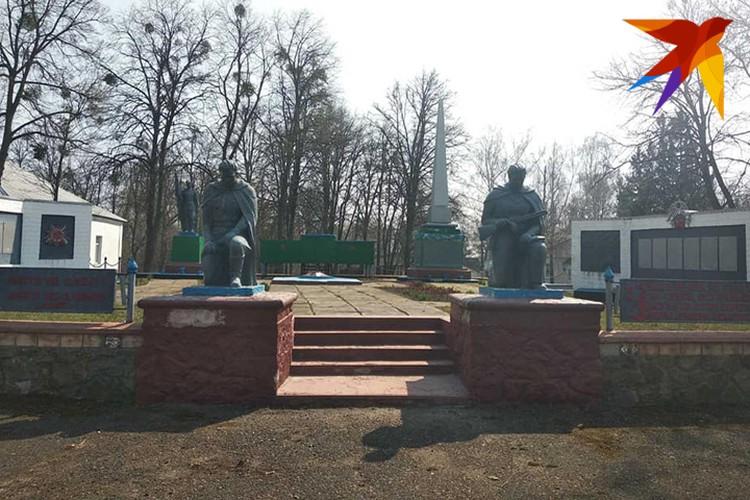 Некоторые памятники ухожены особенно старательно. Фото: Л.Жуков