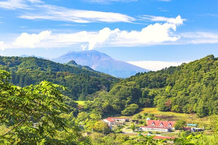 Вулкан Асама, закрывший Луну. Его извержение в 1783 году погубило более 10 тысяч человек. Извержение 1108 года было гораздо сильнее.
