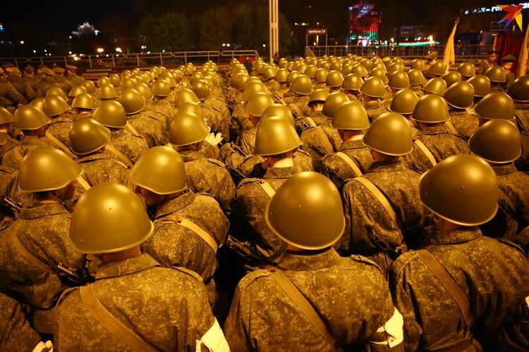 Техника и военные прошли два раза в 21:00 и 23:00.