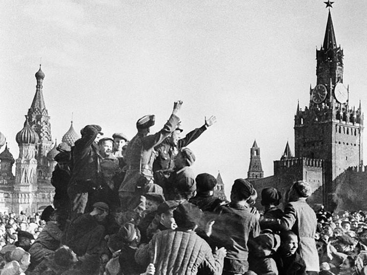 Неподдельные эмоции Великой Победы. 9 мая 1945 года.