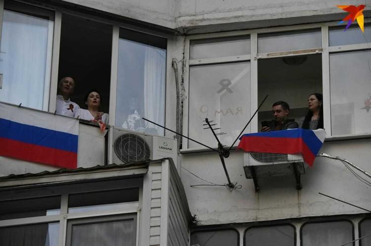 """Акция """"Песня на балконе"""" в Краснодаре на улице Головатого"""