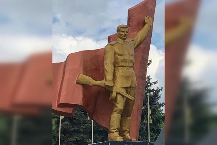 Таким памятник Воину-освободителю был до инцидента. Фото: Facebook/Вадим Лях