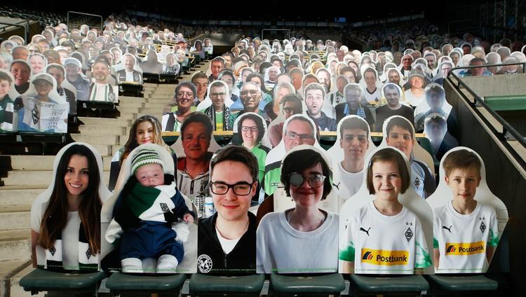 Играют без зрителей. На арене во время матча должно быть не более 322 человек.