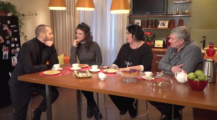 Антон Криворотов и семья Адаменко. Фото: стоп-кадр передачи Холостяк
