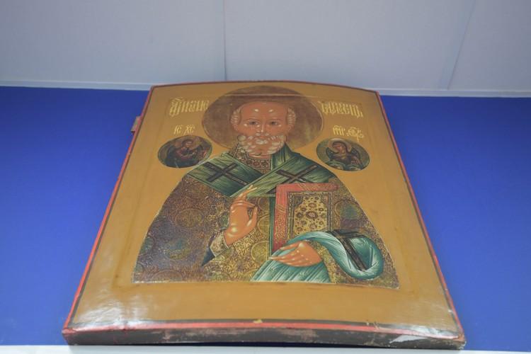 Образ святителя Николая Чудотворца овеян многими легендами и историями.
