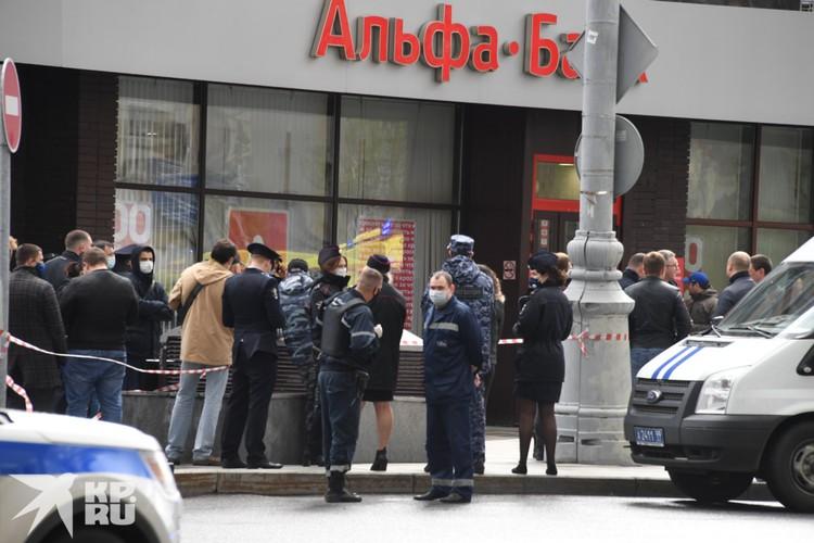 Мужчину отправили на допрос в ближайшее отделение полиции, никто не пострадал.