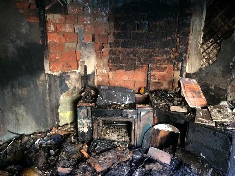 При пожаре практически ничего не уцелело.