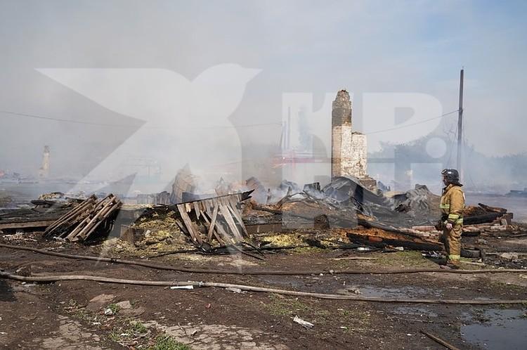 Специалисты предполагают, что пожар начался из-за неисправной электропроводки