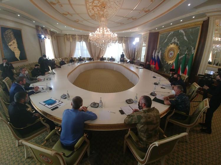 Фото с заседания, опубликованное Кадыровым