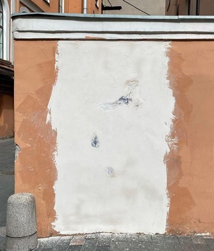Уличный рисунок уничтожили самым примитивным способом. Фото: instagram.com/brodsky.online