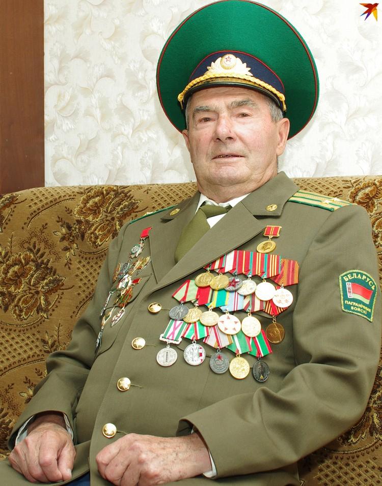 Полковник запаса надевает форму по особым случаям – и обязательно на День пограничника. Фото: Иван ШИПОШИН