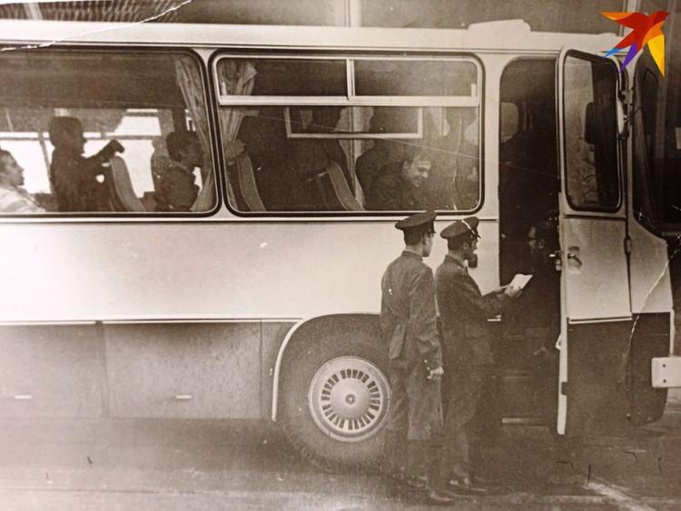 Оформление туристов на Варшавском мосту, 1973 год. Фото: из архива А.П. Муриенко для «КП»
