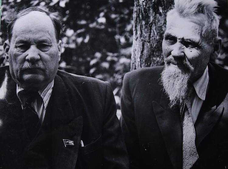 А тут Колас - с братом Иваном. Снимок Михася Мицкевича