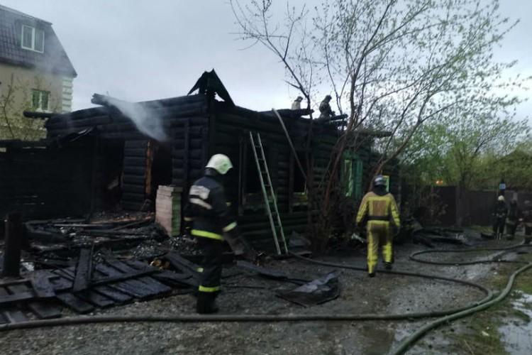 6 мая 2020 года. Так выглядел сгоревший дом, в котором погибли молодые люди. Фото: ГУ МЧС России по Иркутской области
