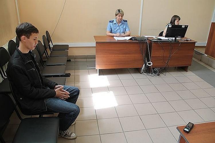 Александр уже шесть лет ходит на заседания к разным судьям.