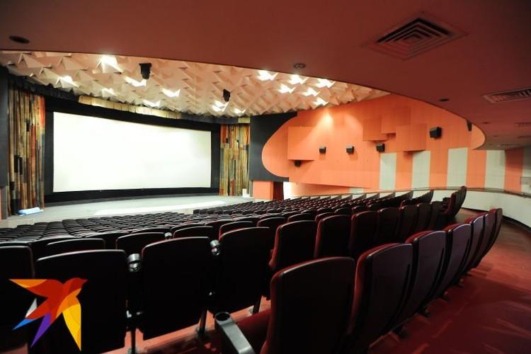 Между сеансами работники кинотеатра должны будут проветривать залы и дезинфицировать кресла.