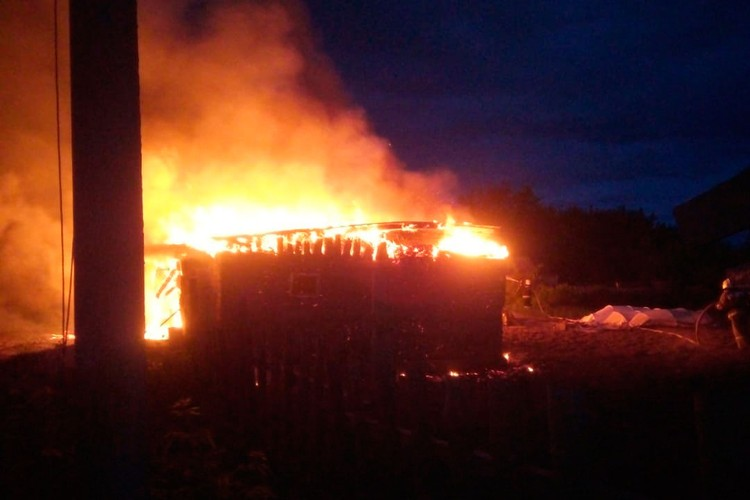 Чтобы потушить пожар на площади около 180 квадратных метров потребовался час.