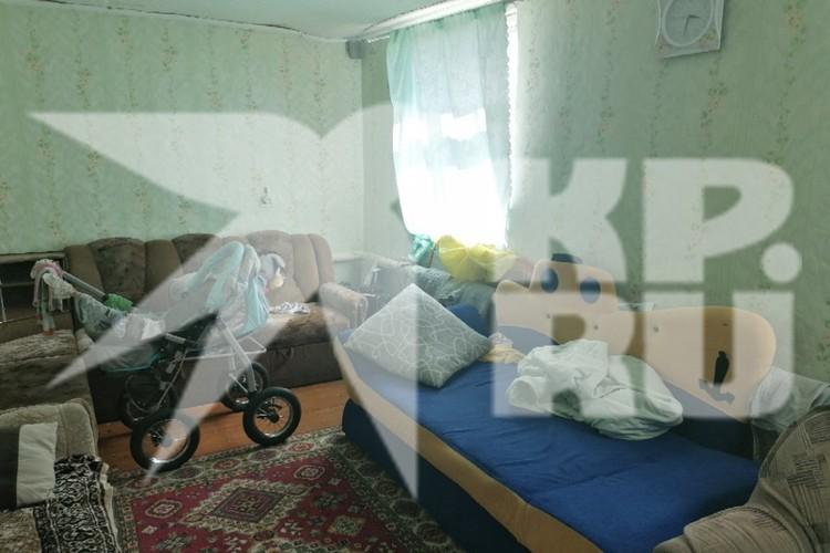 Так выглядит комната, в которой живет семья. Фото: Денис ТЕРСКОВ