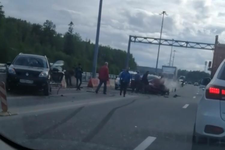 Не уточняется, пострадал водитель или пассажир. Фото: vk.com/spb_today