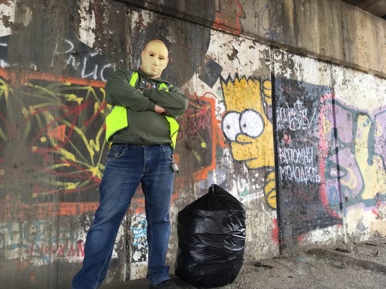 О костромском мусорщике известно немного: парня зовут Сергей, ему 33 года, по образованию — инженер-теплоэлектрик Фото: GarbageMan