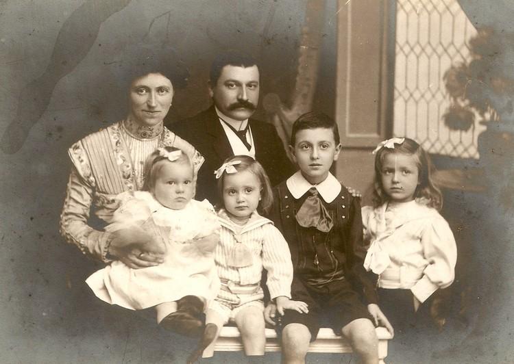 Виктор Дравиньи с супругой и детьми. Фото: пресс-служба «Абрау-Дюрсо»