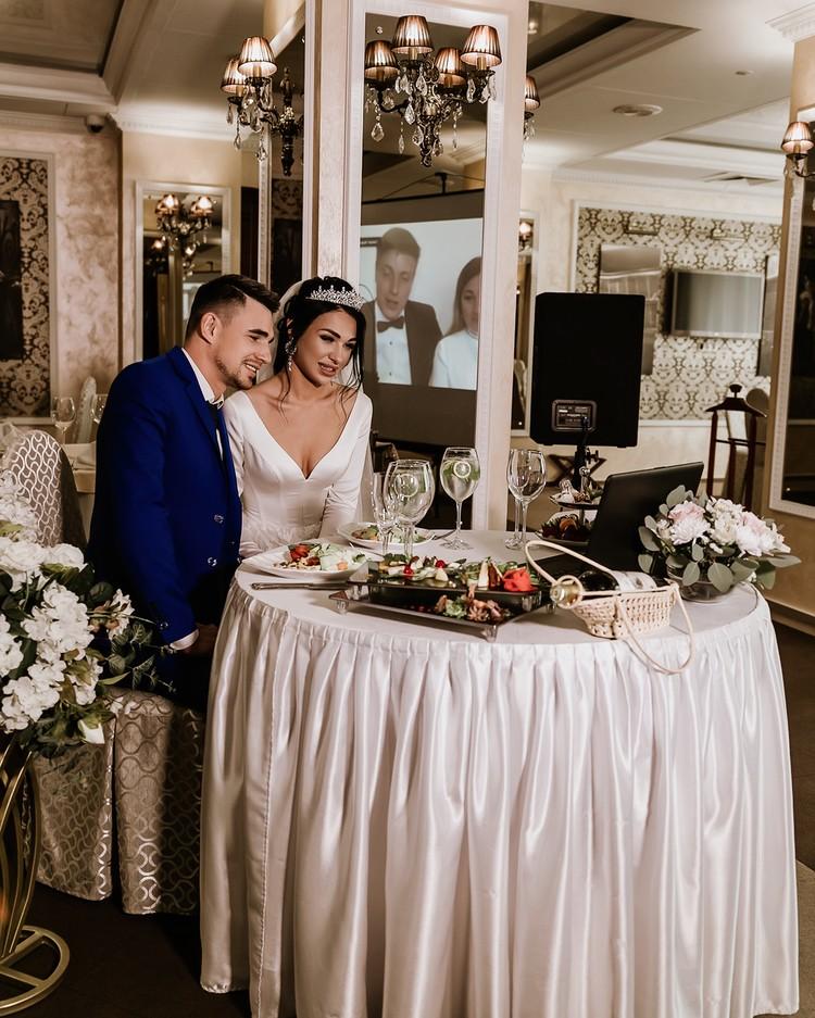 Организаторам онлайн-свадьбы нужно было сделать так, чтобы интернет ловил у всех участников торжества.