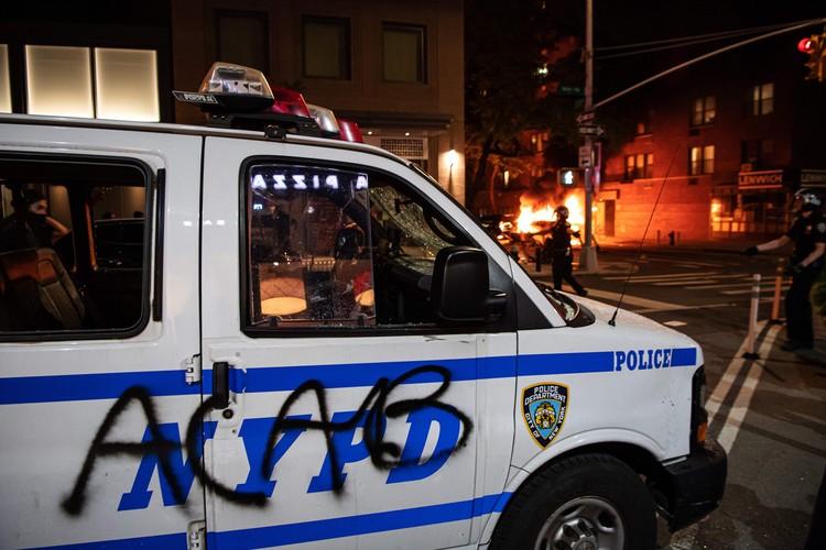 Под влиянием «демократических активистов» местные власти кое-где уже обещают совсем упразднить полицию — и, видимо, это не предел.