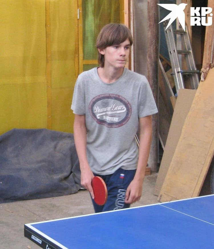 Подросток увлекается спортом, но за дедом в лесу не угнался. Фото: личный архив.