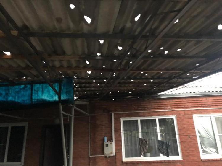 Не выдержали и крыши. Фото: комитет РА по делам ГО и ЧС
