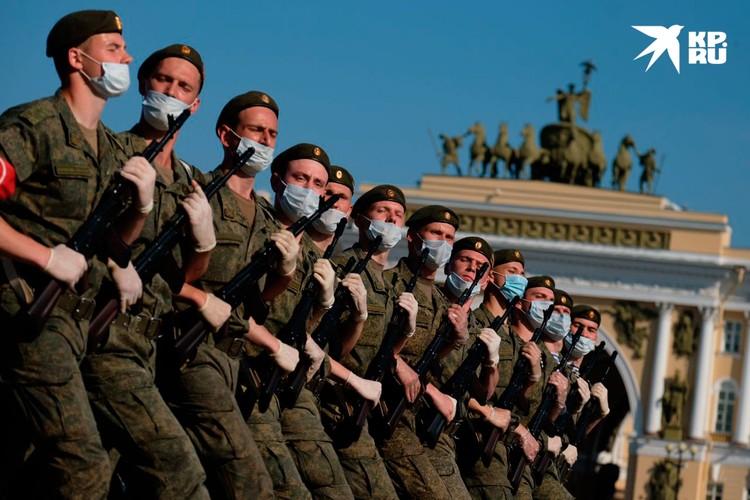 Кроме военных и 720 гостей на трибунах, больше на Дворцовую площадь никого не пустят.