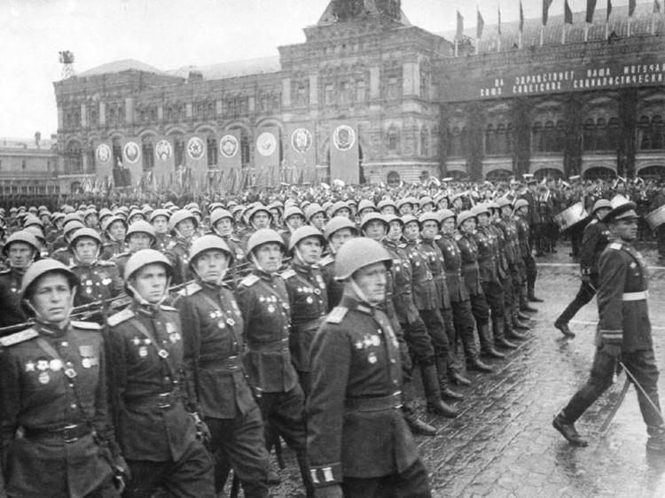 Для участия в параде тем, кто прошагал пол Европы, требовалась хорошая физическая подготовка и строевая выправка.