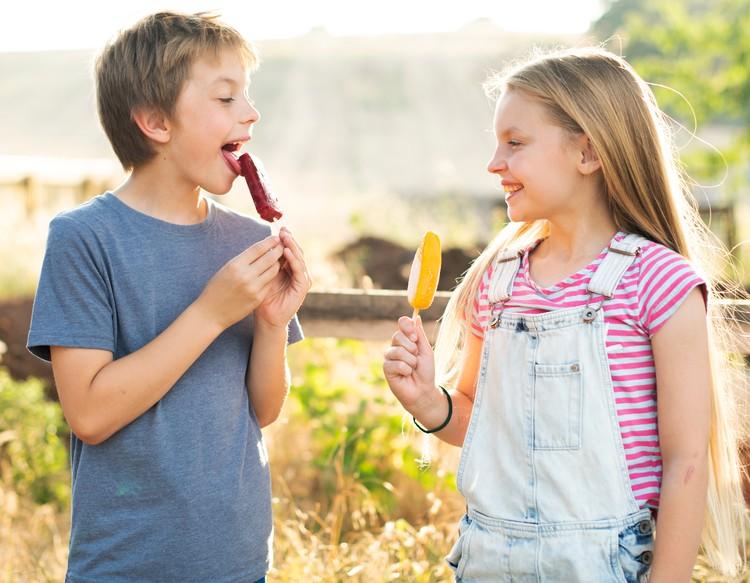 Большинство видов молочного и сливочного мороженого содержат большое количество сахара и жира.