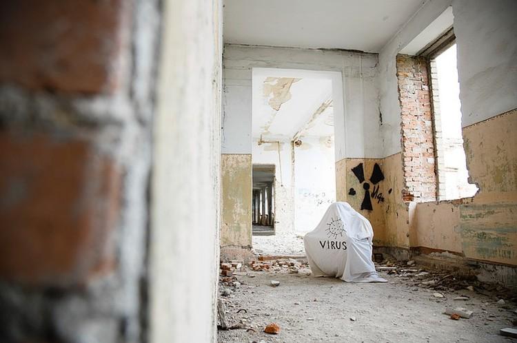 Ковид предстал в образе привидения. Фото: Станция скорой помощи Коркино