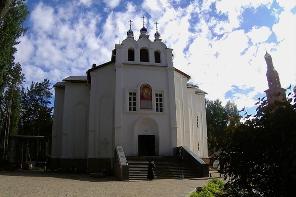 Среднеуральский женский монастырь в честь иконы Пресвятой Богородицы «Спорительница хлебов» начали строить в 2002 году. Фото: Алексей БУЛАТОВ