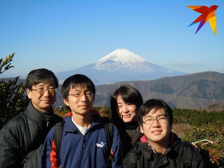 Жена и два сына живут в Японии и бывают в Беларуси раз в году.
