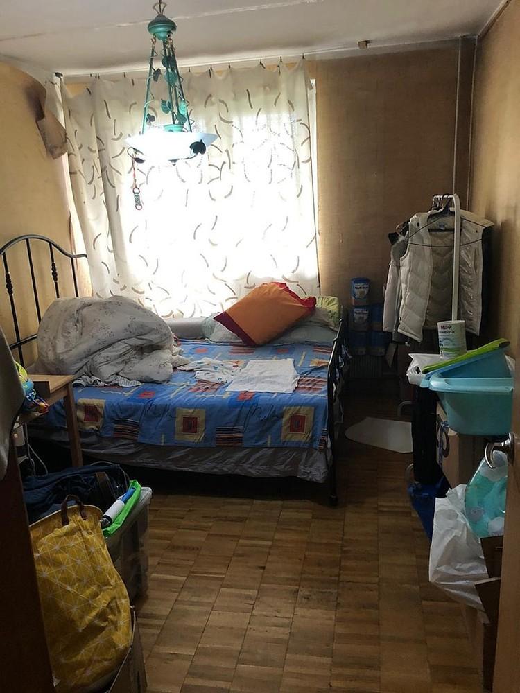 В квартире на было детских кроваток. Младенцы спали на обычной постели, все вместе. Фото: СУ СК РФ по Москве