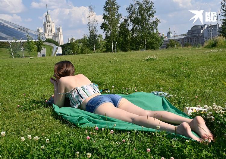 А загорать можно и в центре Москвы!
