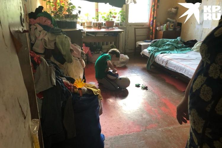 В комнате беспорядок. Фото: Анна ТАЖЕЕВА