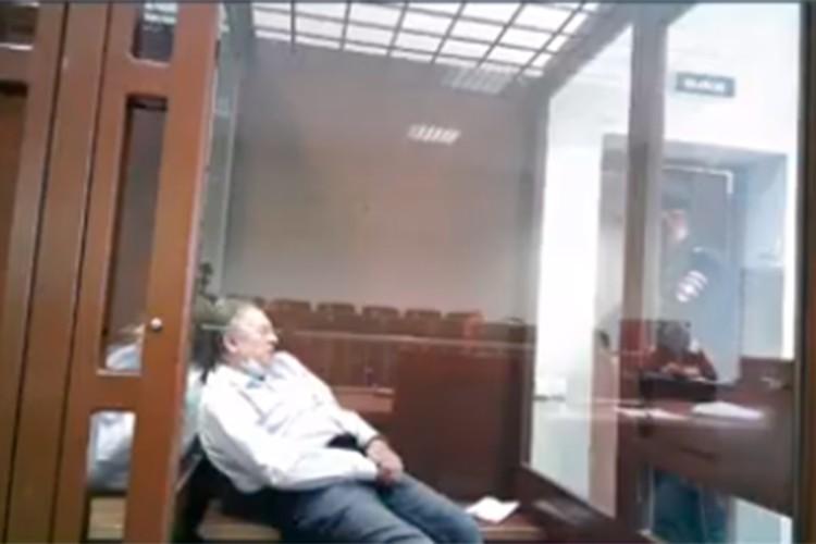 Соколов уснул в суде.
