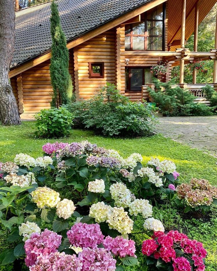 Деревянный домик для гостей.