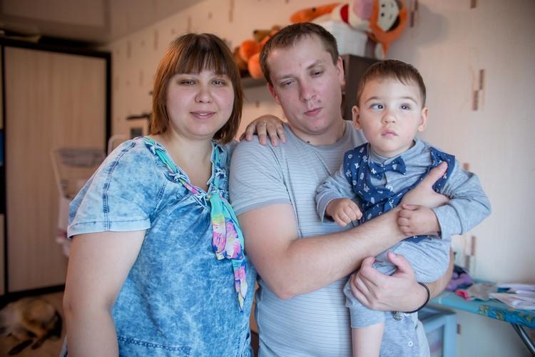 День семьи, любви и верности Мартыновы отпразднуют дома.