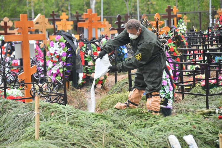 В Москве во время похорон.