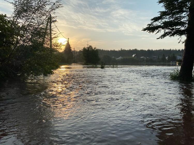 Дороги Рузы скрылись под водой.