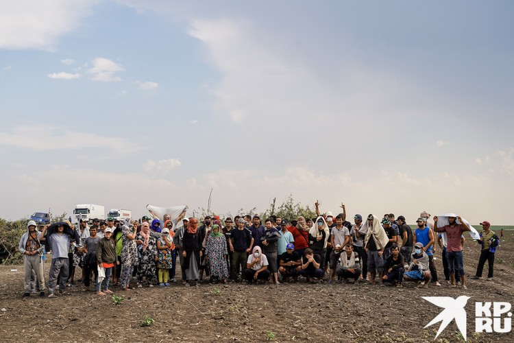 По признанию фотографа Светы Маковеевой, это самое необычное групповое фото за всю ее жизнь. Таджики просят, чтобы их власти вспомнили о своих гражданах