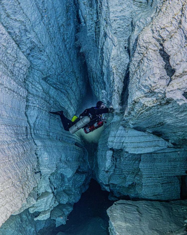 «Вертикальный разлом, дальние галереи» Павла Лапшина. Ординская пещера, Пермский край.