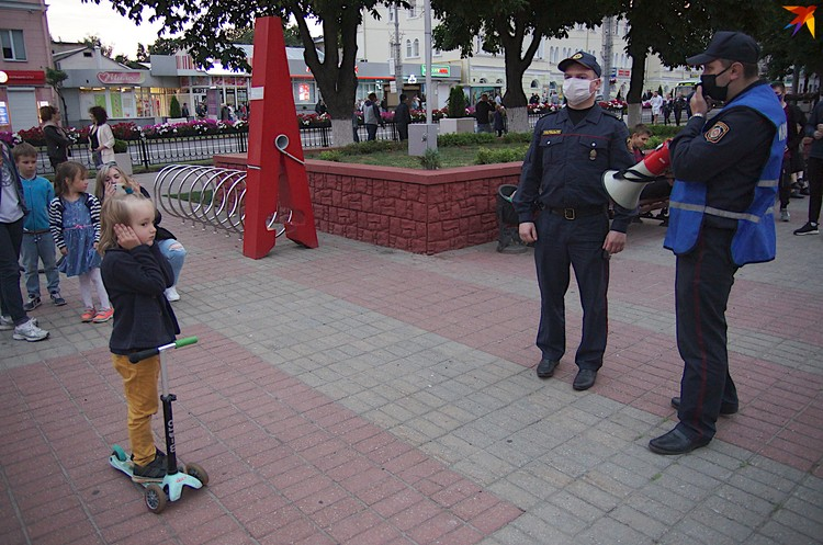 Дети закрывали уши, когда милиционеры говорили